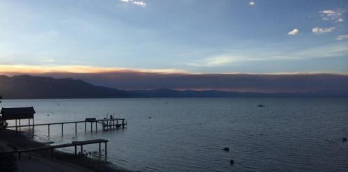 679552-south-tahoe-now-fire-4.jpg